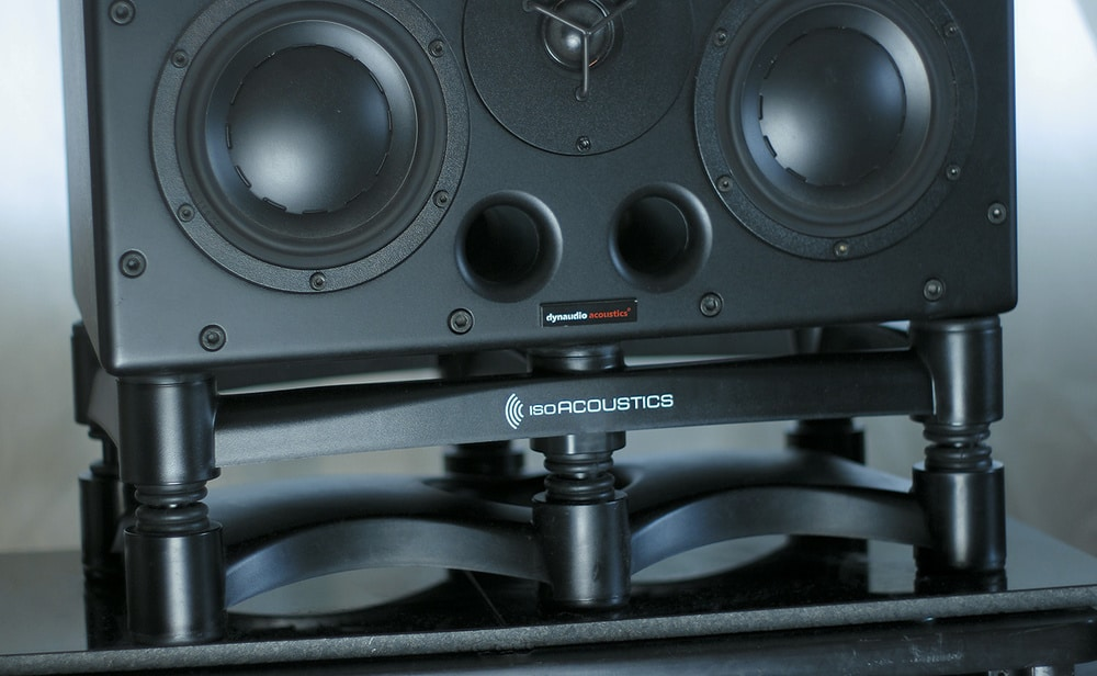 Isoacoustic monitor isolation stands